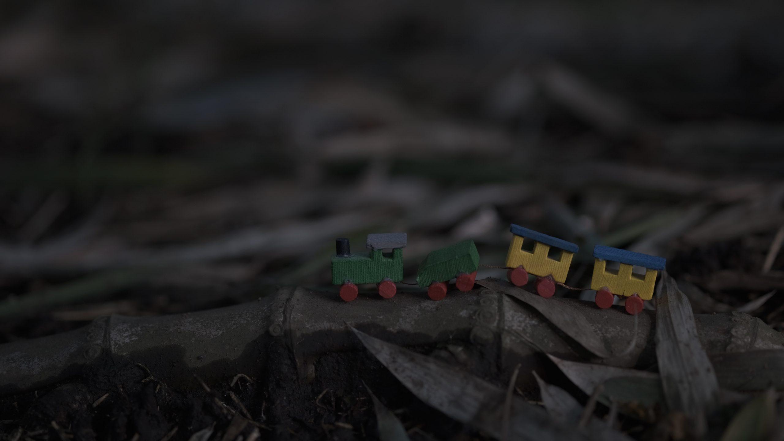 【FUJIFILM】ミニチュア積み木の汽車が走る 〜XF60mm F2.4 R Macro〜