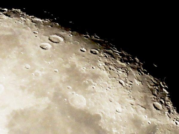【Nikon】COOLPIX P1000で月のクレーターを激写する