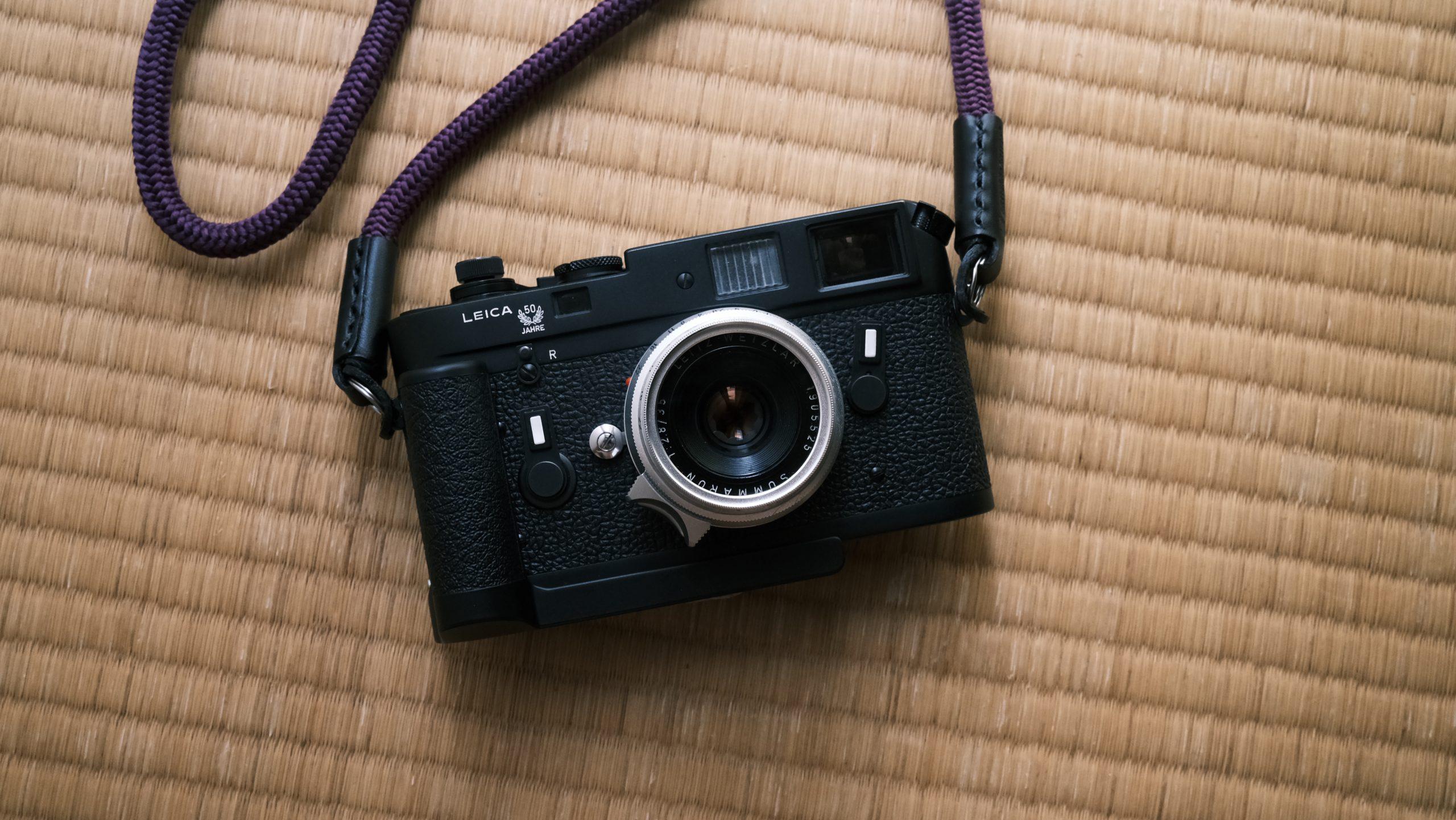 【Leica】ハンドグリップ14405でカメラをかっこよく持ち歩く