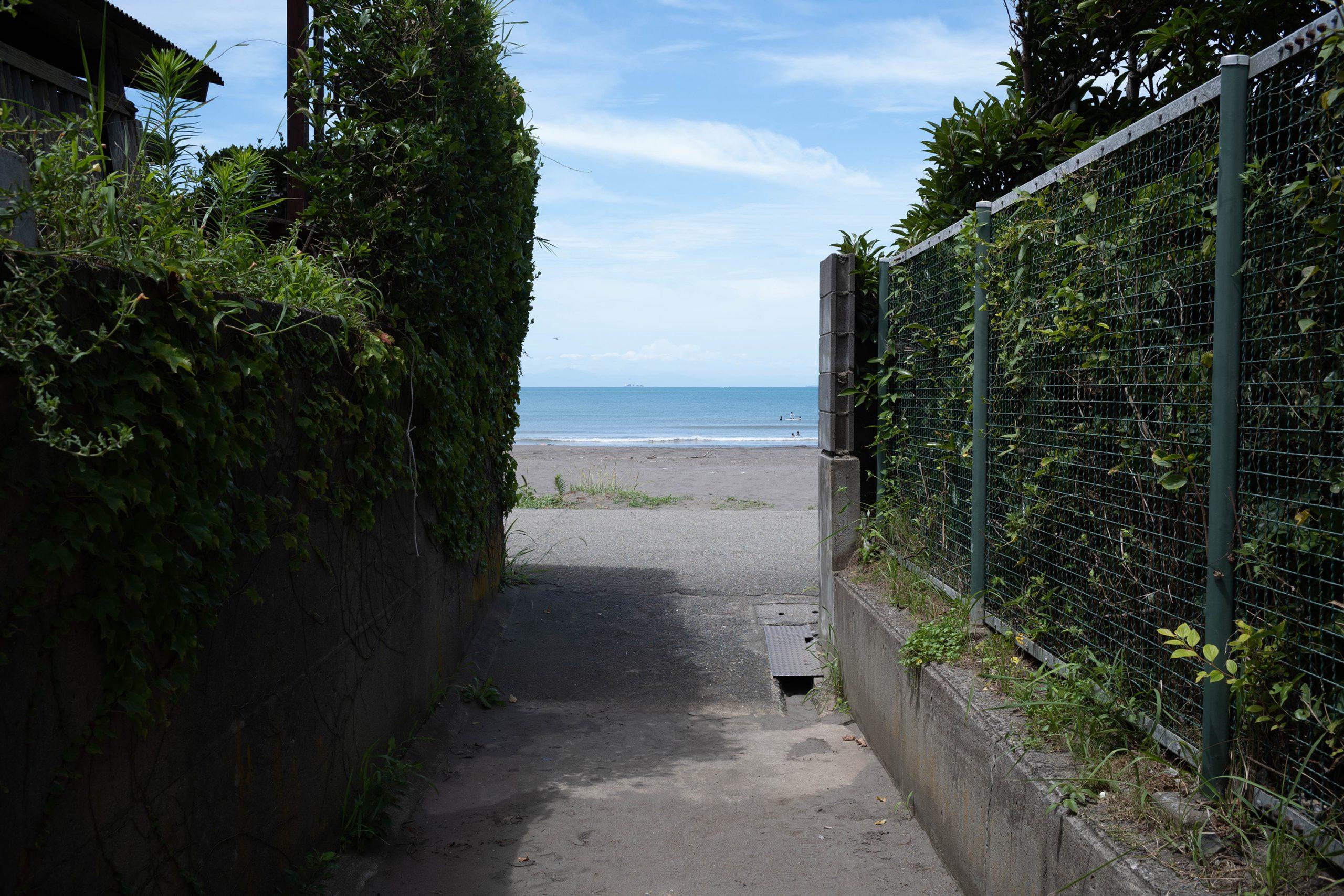 海へ続く小道
