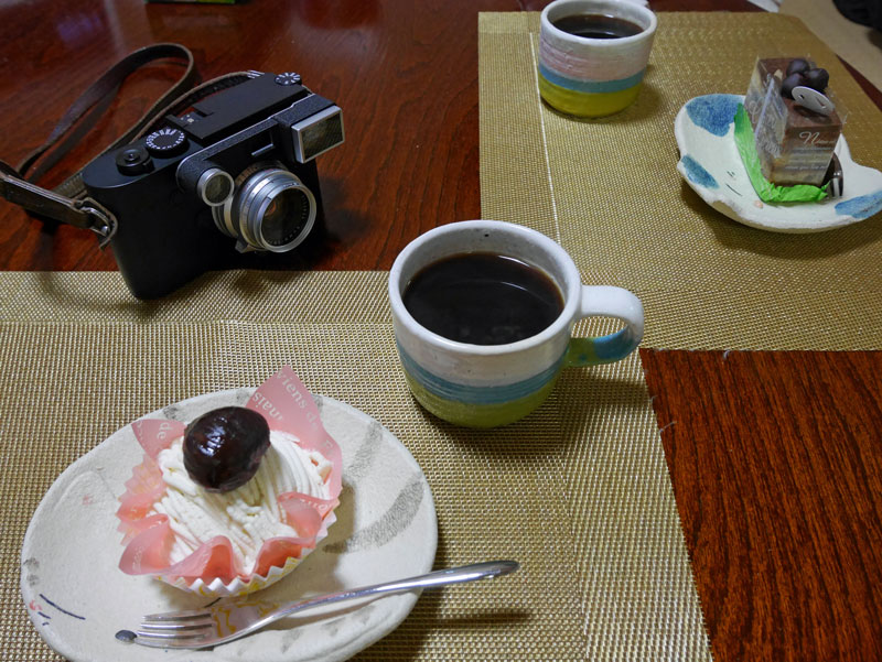 M10 Monochrom + ケーキ