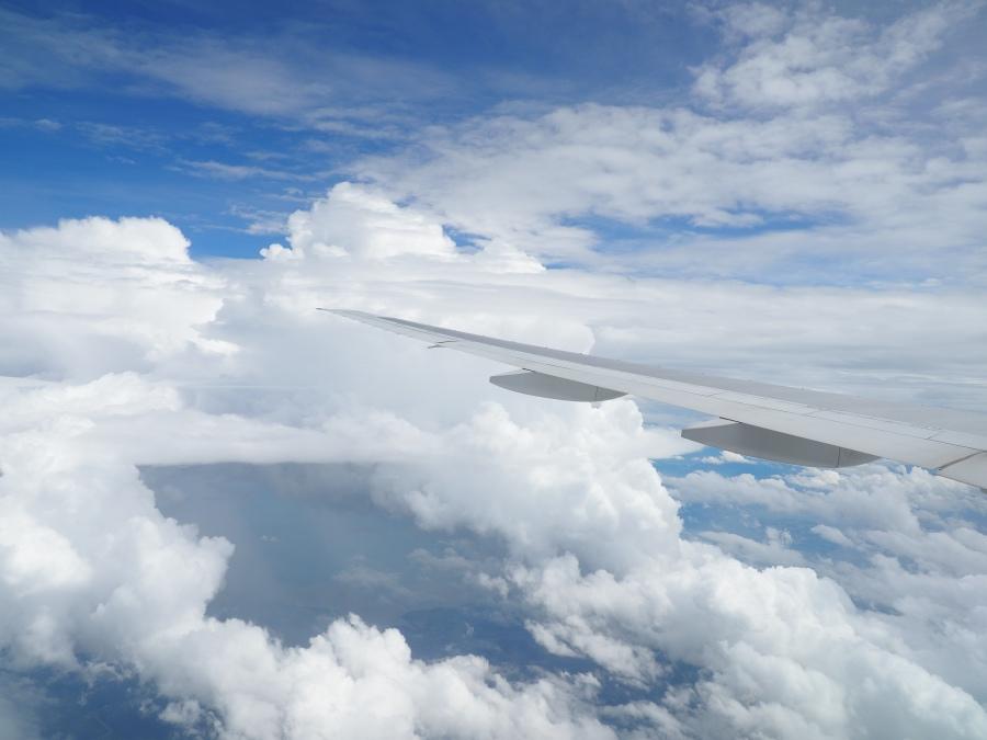 中国地方・山口県上空。東南東の空に入道雲が広がる。