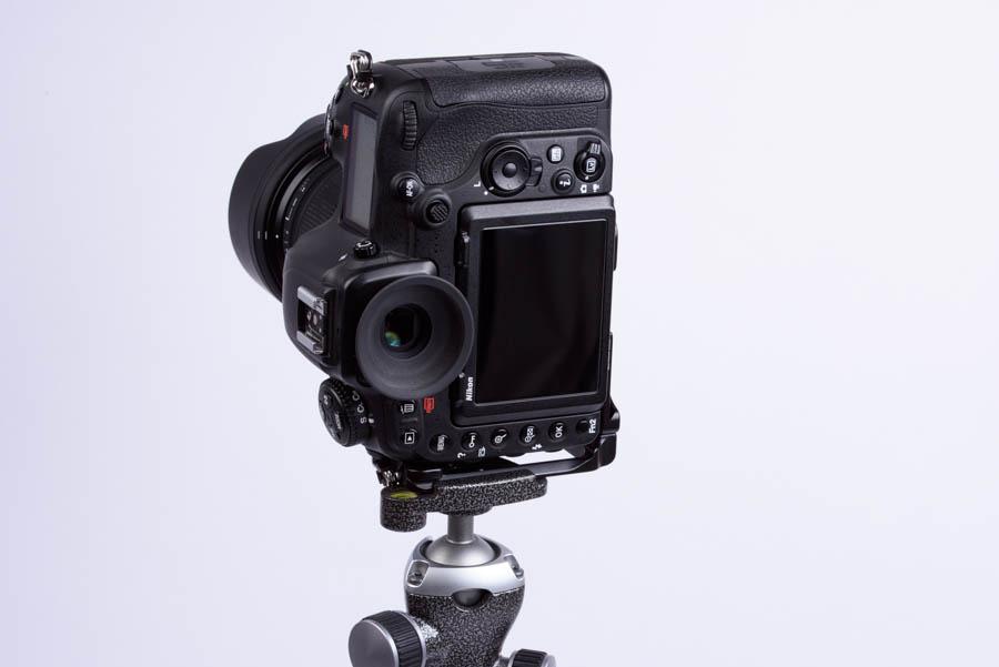 Nikon D500 +Markins(マーキンス) PN-500 ニコン D500 用 カメラプレート 縦位置雲台装着