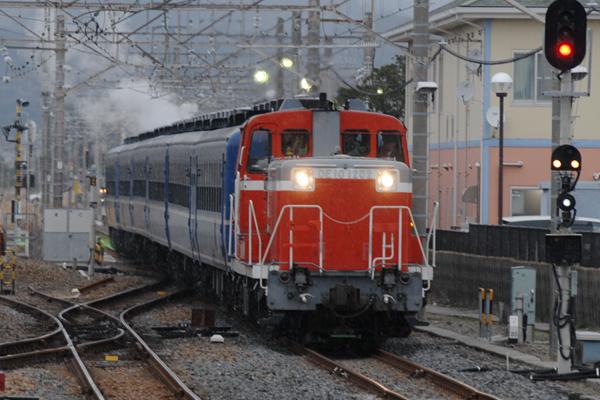 館山駅に入線するSLイベント列車