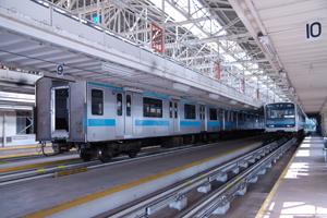 検車中の京浜東北線209系