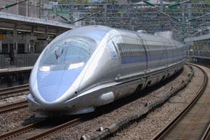 小田原駅を通過する東京行き500系のぞみ号