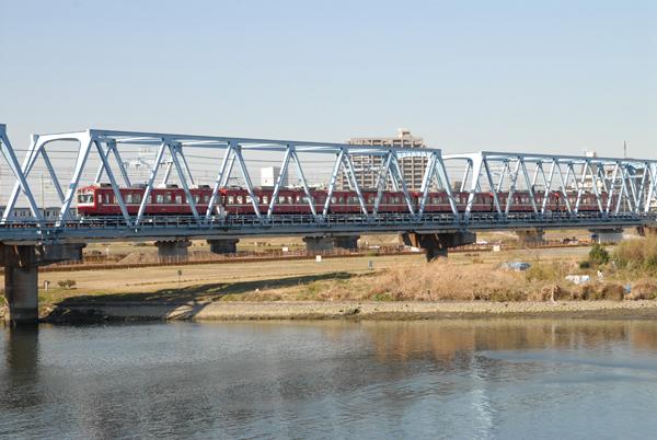 多摩川を渡る京急800系