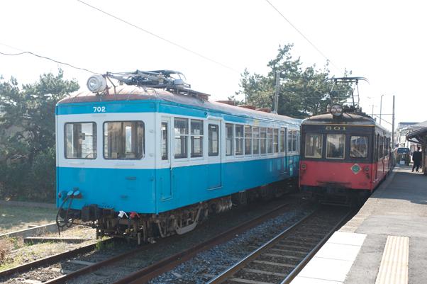 外川駅に停まるデハ702
