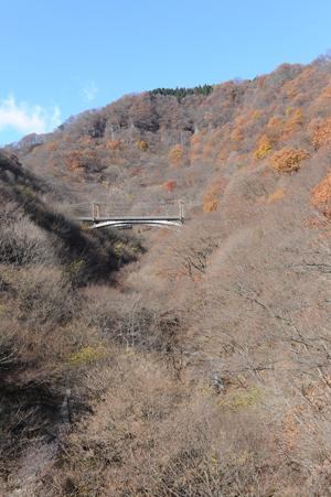 めがね橋から望む新線の橋梁