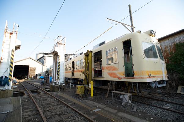 伊予鉄道カラーの新型車両