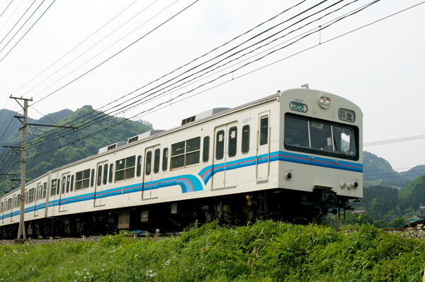 秩父鉄道オリジナルカラーの1000系