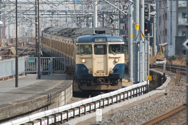 両国駅に入線する新聞輸送列車