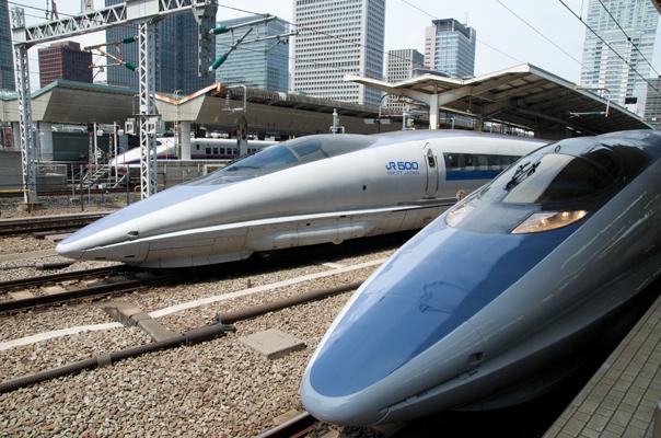 東京駅で並ぶ500系