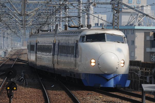 岡山駅に入線する0系新幹線(こだま639号)
