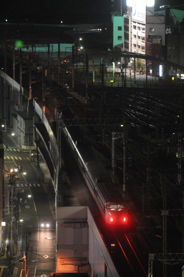 広島の駅を出る0系新幹線(こだま682号)