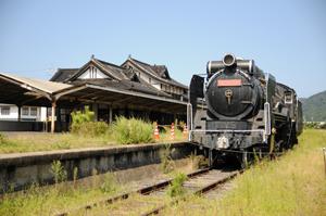 駅に停まる蒸気機関車