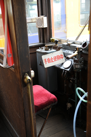 デハニ50形の運転席