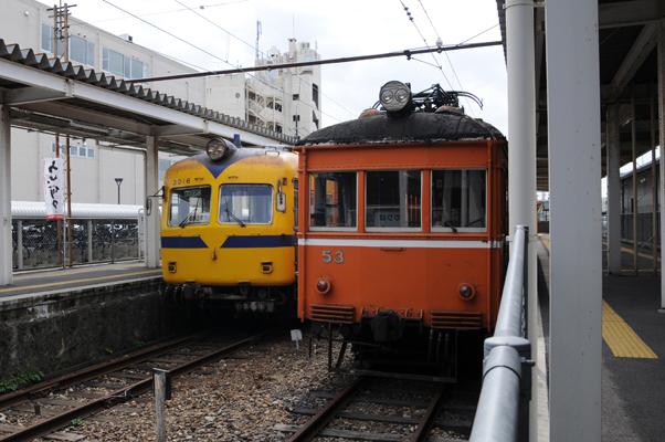 松江しんじ湖温泉駅に停まる3000系とデハニ50形
