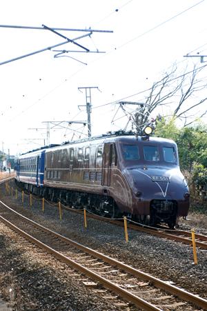 信越本線を走るEF551