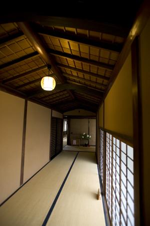 和館へ続く廊下