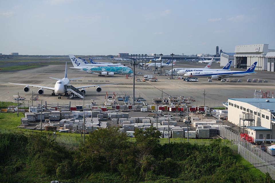 展望スペースから望む成田空港