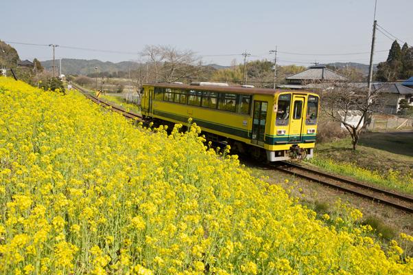 東総元を出発するいすみ鉄道