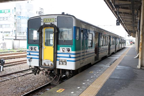 木更津駅に停まる久留里線キハ38形