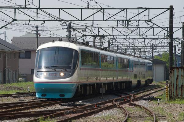 御殿場駅に入線する小田急電鉄RSEあさぎり。