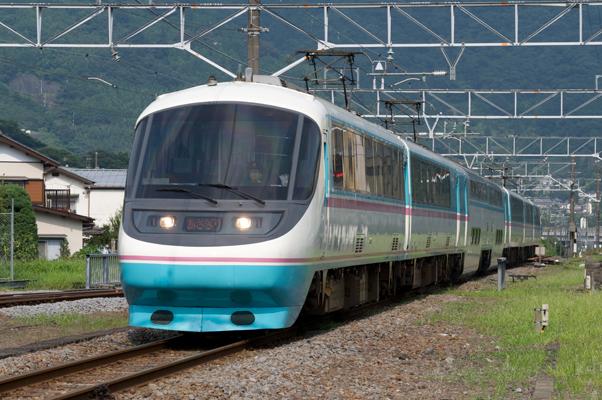 山北駅に入線する小田急電鉄RSEあさぎり