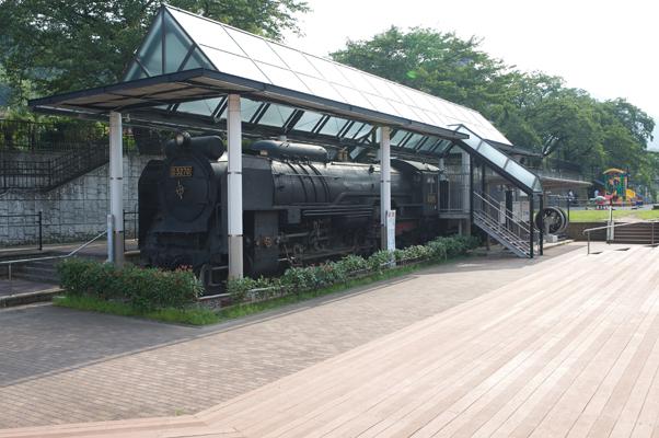 静態保存のD52形蒸気機関車