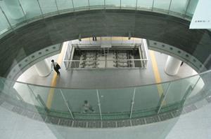 上層階より見るホーム