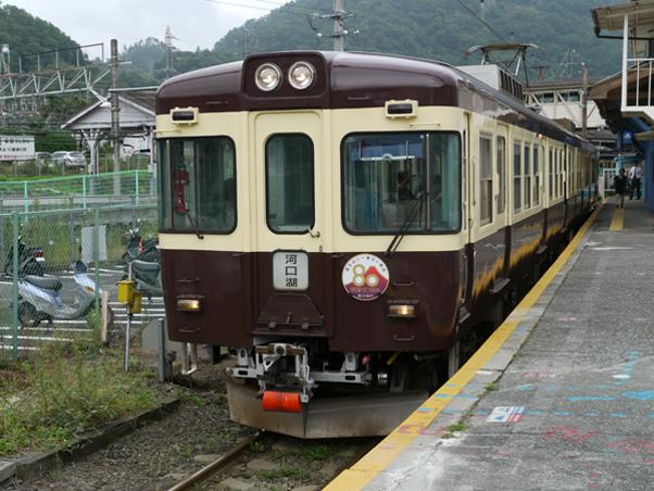 富士急行線リバイバルカラー列車
