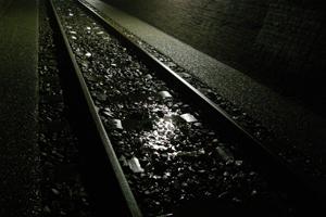 トンネル内を流れる湧き水