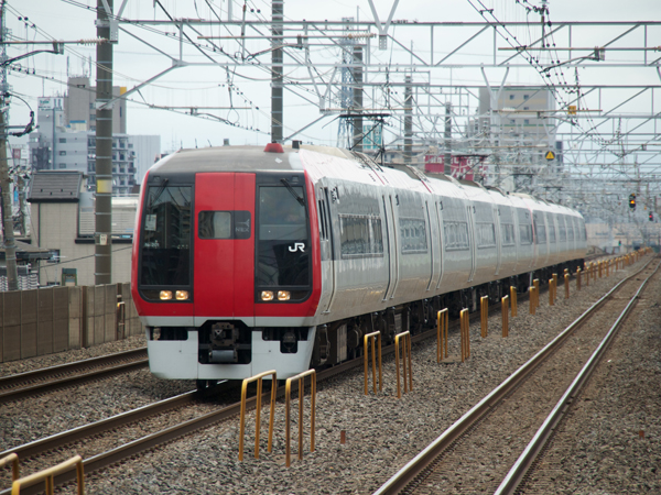 N'EX253系下総中山駅にて