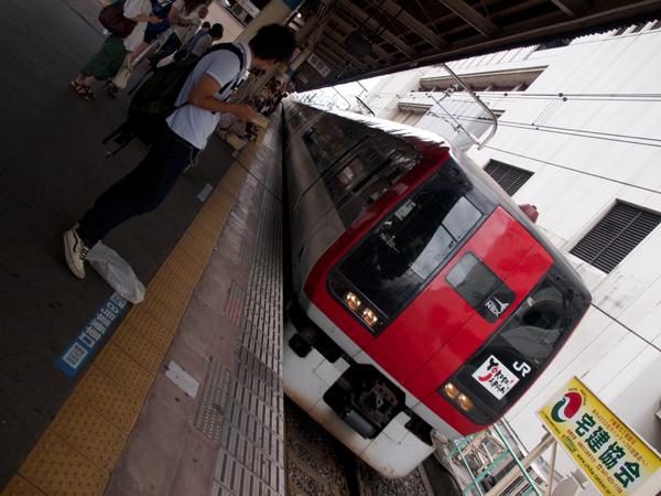 N'EX253系船橋駅にて