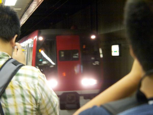 鉄道ファンに見送られるN'EX253系