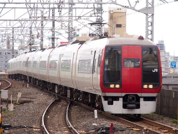 N'EX253系市川駅にて