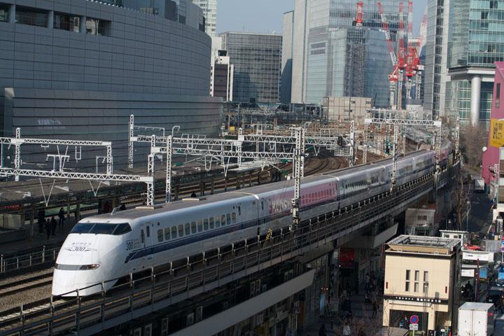 3月に引退した東海道新幹線の300系(撮影機材:Nikon V1 +AF-S24-70mmF2.8G ED +マウントアダプターFT1)