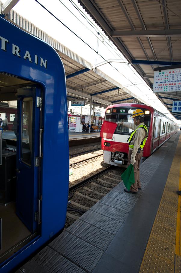 川崎駅での連結作業