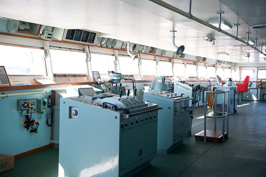 しらせ操舵室