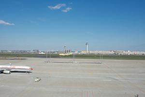 国際線ターミナルから望む国内線ターミナル