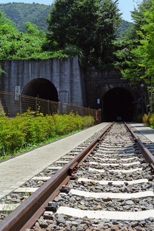 トンネルの2つの口