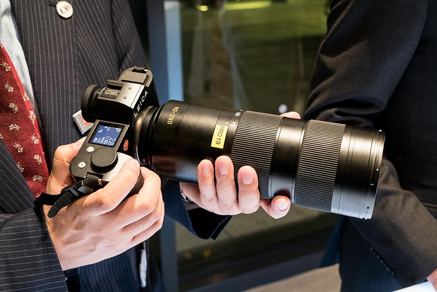 ミラーレス一眼のライカSLシリーズは、レンジファインダー機では難しい焦点域にも対応する